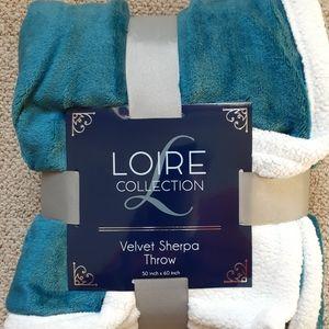 BNWT LOIRE Velvet Sherpa Throw